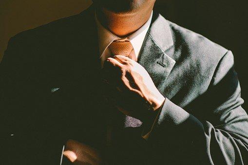 【面接マナー】スーツのボタンはどうするのが正解?